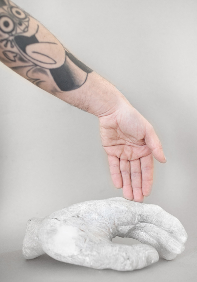 Bertrand Grave. Escultura. Piedra. La Mano del Padre. 2014.